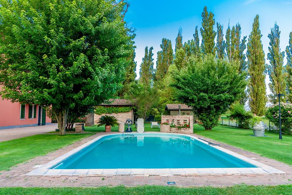 Ebenerdiger Garten Pool